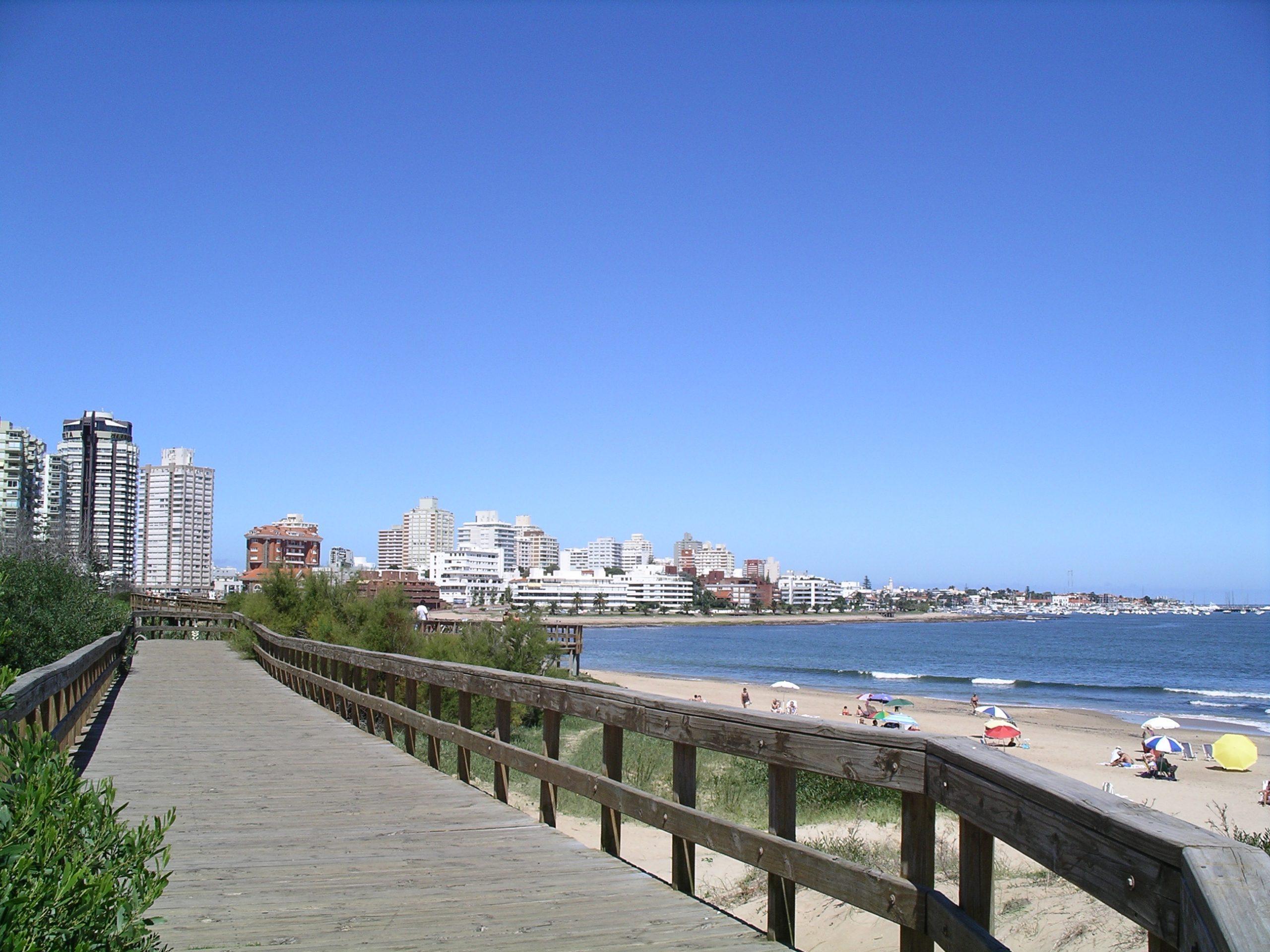 Почему Уругвай?