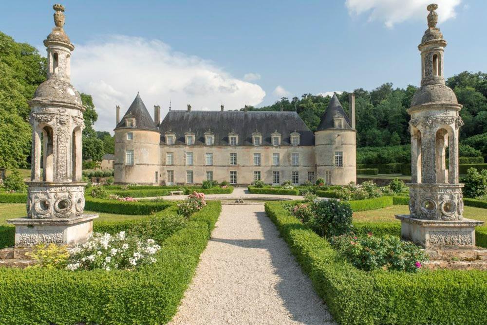 Замок де Бюсси-Рабутен, Франция